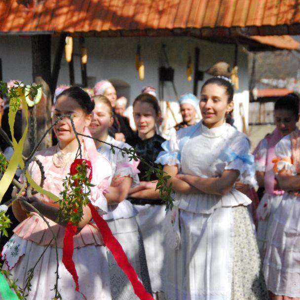 Vítanie jari so Slovenským dňom kroja